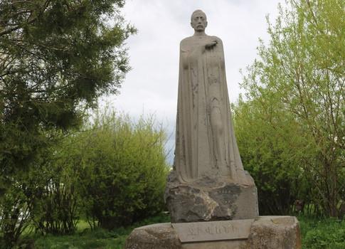 Памятник Гусану Дживани в Ахалкалаки