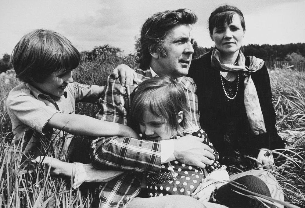 Илья Сергеевич Глазунов с женой и детьми, 1977 год