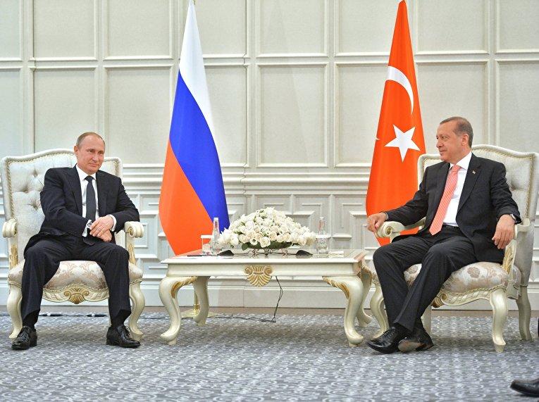 Владимир Путин и Реджеп Эрдоган: закрытая поза первого и ожидание второго