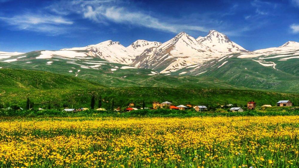 По словам армянского вулканолога Караханяна, самые молодые конусы вулкана Арагац, которые находятся в нижней его части, образовались 3 тысячи лет назад.