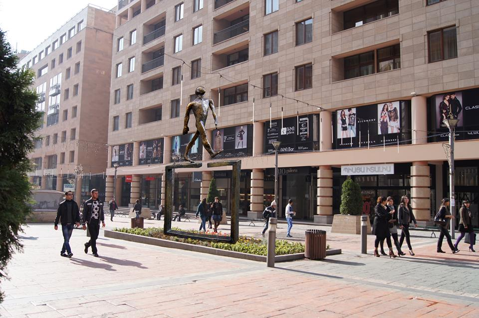 Cкульптура Нуне Туманян в воображаемом пространстве Северного проспекта