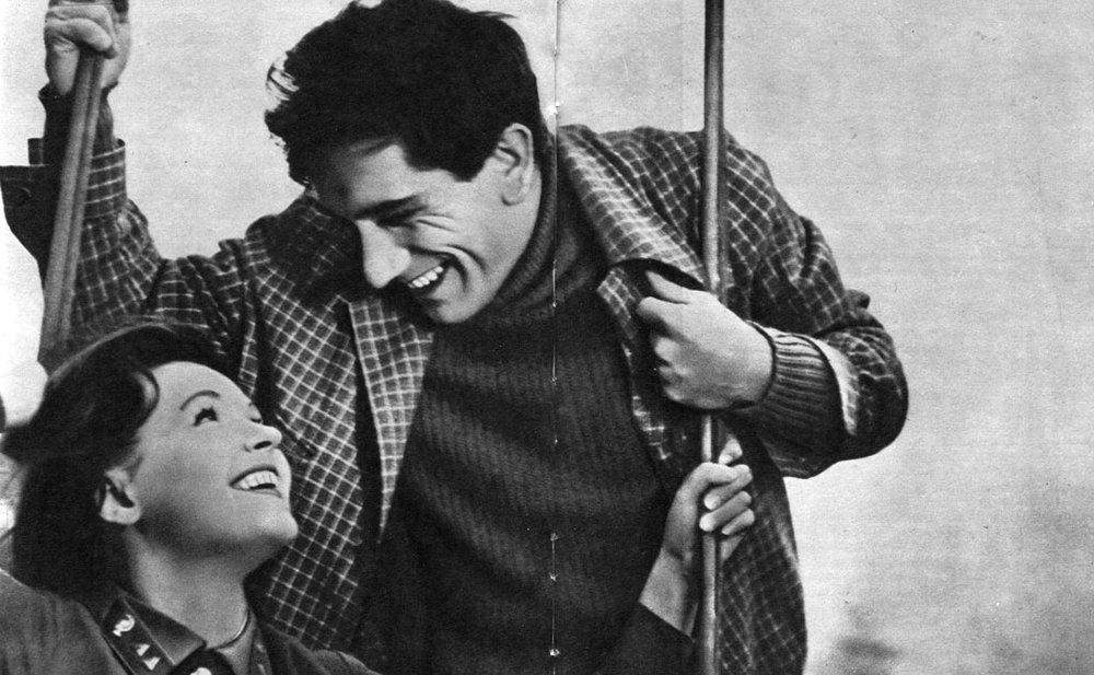 ....Поиски «нового кино»..In search of «the new movie»..«Նոր ֆիլմի» որոնումներ.... - ....Выход на экраны в 1966 фильма «Здравствуй, это я!» (режиссёр Ф.В. Довлатян) знаменовал начало нового этапа, который отличался прежде всего интересом к характерам современников...In 1966, the release of «Hello, it's me!» (directed by Dovlatyan) marked the beginning of a new era, which was primarily distinguished with the contemporaries' interest in the characters...1966 թվականին «Բարև, ես եմ» (ռեժիսոր՝ Դովլաթյան) ֆիլմի՝ էկրաններին հայտնվելը նշանավորեց կինեմատոգրաֆի նոր փուլի սկիզբ, որը առաջին հերթին առանձնանում էր հերոսների հանդեպ ժամանակակիցների հետաքրքրությամբ:....