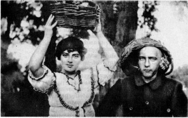 Велимир Хлебников принимал участие в нескольких экспедицияхпо Уралу и Дагестану с группой ученых, результатом стали статьи по орнитологии (1903-1905).