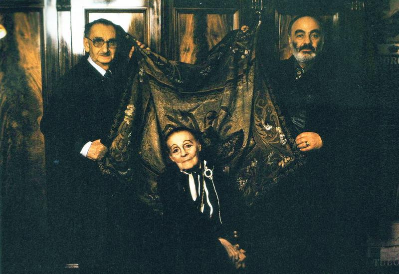 Параджанов  с Лилей Брик и ее последним супругом Василием Катаняном.