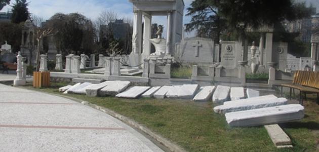 Одно из уцелевших армянских кладбищ Стамбула