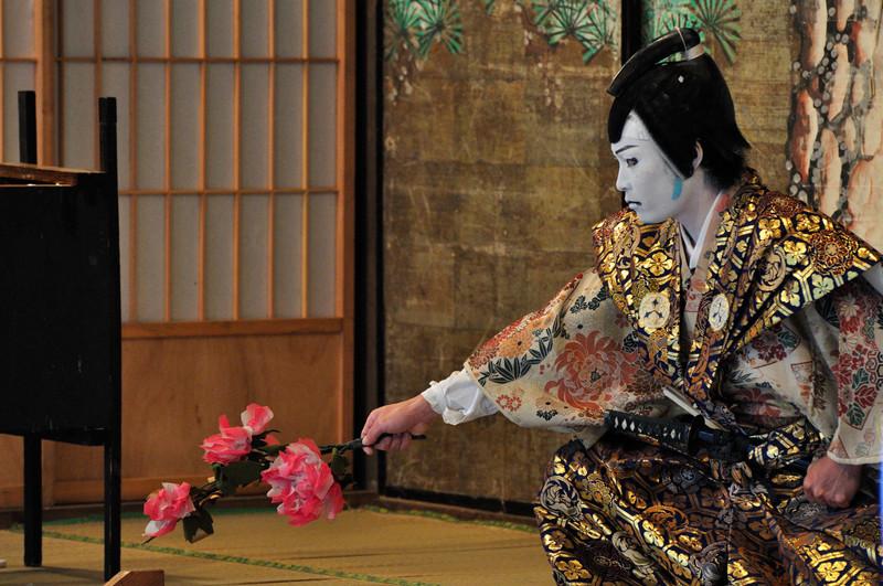 Изначально роли в пьесах кабуки исполняли только женщины фото с сайта www.http://fishki.net