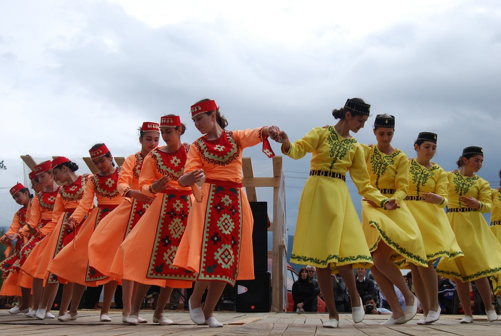 Известный армянский блогер Карен Агабекян считает, чтонужно стараться популяризировать армянский язык, через культуру, эстраду