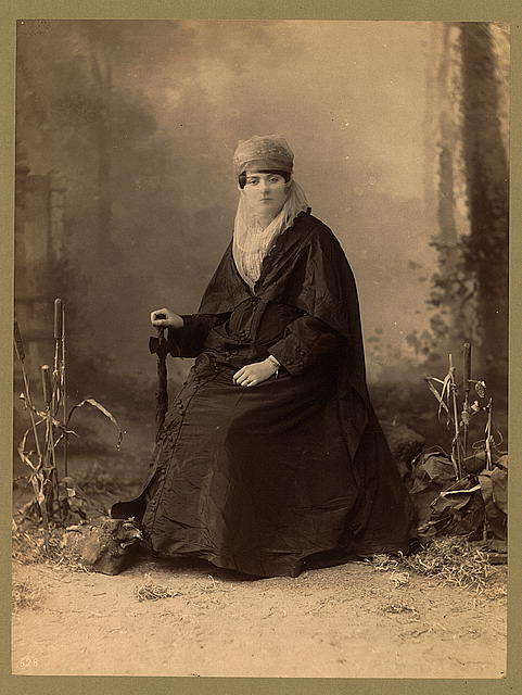 Turkish_woman,_full-length_portrait,_seated,_facing_front,_holding_parasol.jpg