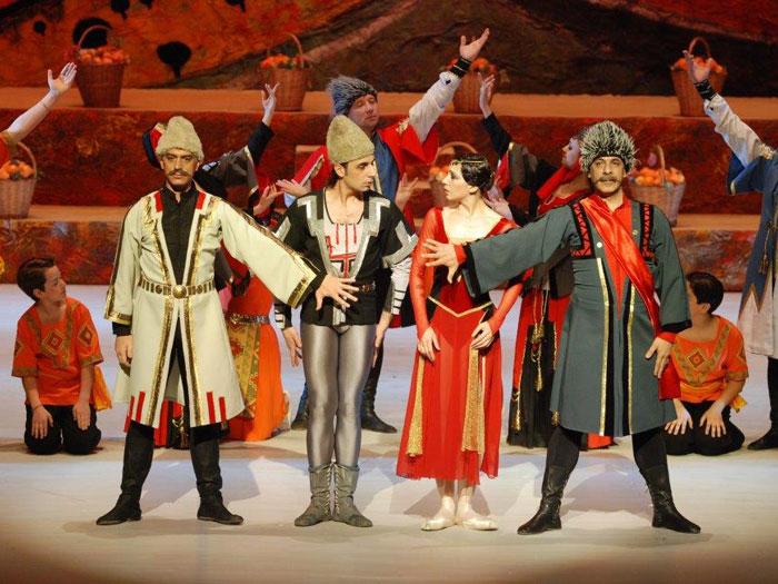 Музыка XIX века - Начавшаяся со второй половины XIX века под влиянием освободительных идей России национальная и социальная борьба в Армении вызвала подъем общественной мысли, развитие новой национальной литературы, театра и музыки.