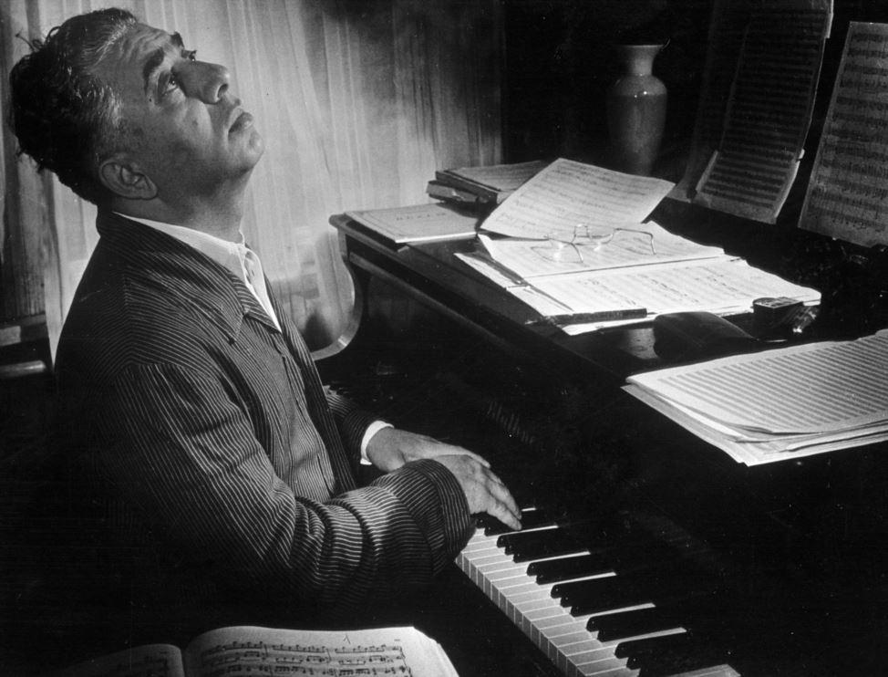 Музыка первой половины XX века - Начало XX века, явившееся плодотворным периодом в развитии национальной композиторской школы в Восточной Армении, оказалось малоплодотворным для музыки Западной Армении в результате систематических погромов армян турецкими властями.