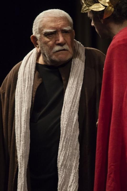 """Армен Джигарханян в спектакле """"Сенека против Нерона"""" Эдварда Радзинского."""