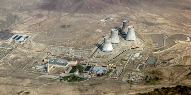 Армянская АЭС в Мецаморе -атомная электрическая станция, построенная во временаСССРна территорииАрмянской ССРвблизи городаМецамор. Состоит из двухэнергоблоковс реакторами типаВВЭР-440. Установленная тепловая мощность одного блока составляет 1375 МВт, электрическая мощность— 440 МВт.С сентября2003 годаАЭС передана в доверительное управление сроком на пять летОАО «Интер РАО ЕЭС».