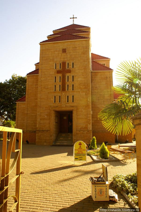 На территории армянского  собора Святого Саркиса в Адлере . Не центр города, но очень камерное, уютноеместо на улице Бестужева