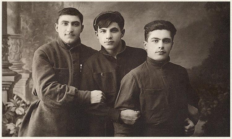 Левон Ерзинкян — слева