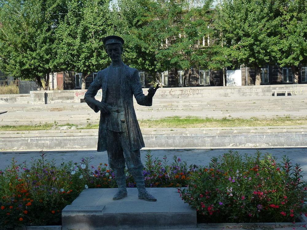 Памятник Полоз Мукучу в Гюмри