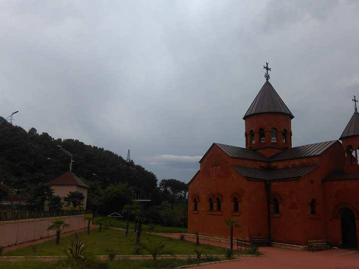 Армянская церковь в городе Гагры (Абхазия) фото автора
