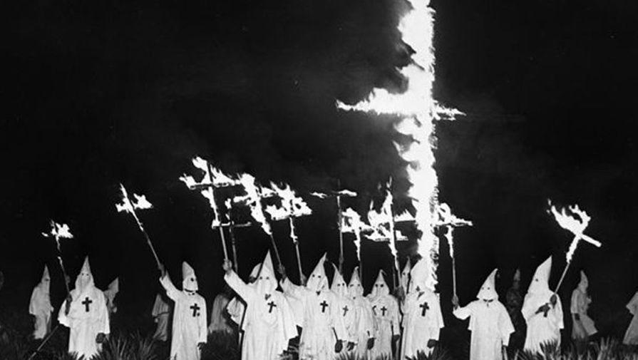 Ку-Клукс-Клан в США продолжает оставаться частью «гражданского общества». Члены ККК уверяют, что они отошли от насилия, и заняты теперь только тем, что охраняют христианство, а также улицы своих городов от иммигрантов и преступников. Значительная их часть официально является гражданской милицией.