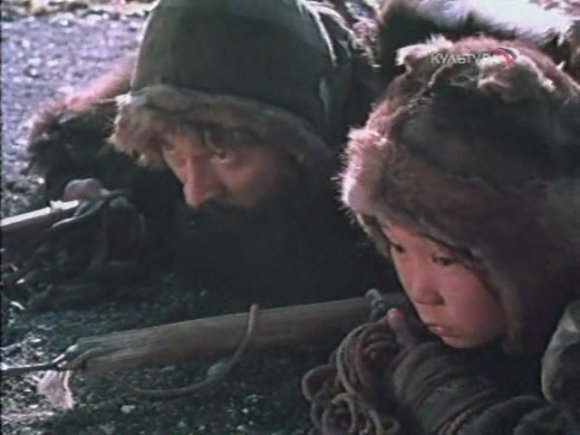 """Карен Геворкян стал широко известен в 1990-м году, сняв фильм """"Пегий пес, бегущий краем моря"""", отмеченный призами нескольких международных кинофестивалей."""