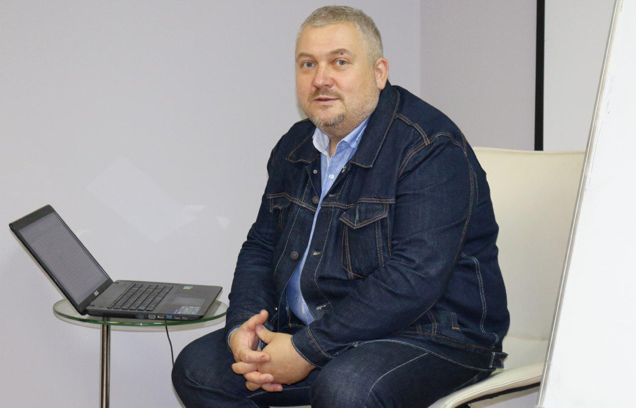 Филолог, писатель Илья Бражников