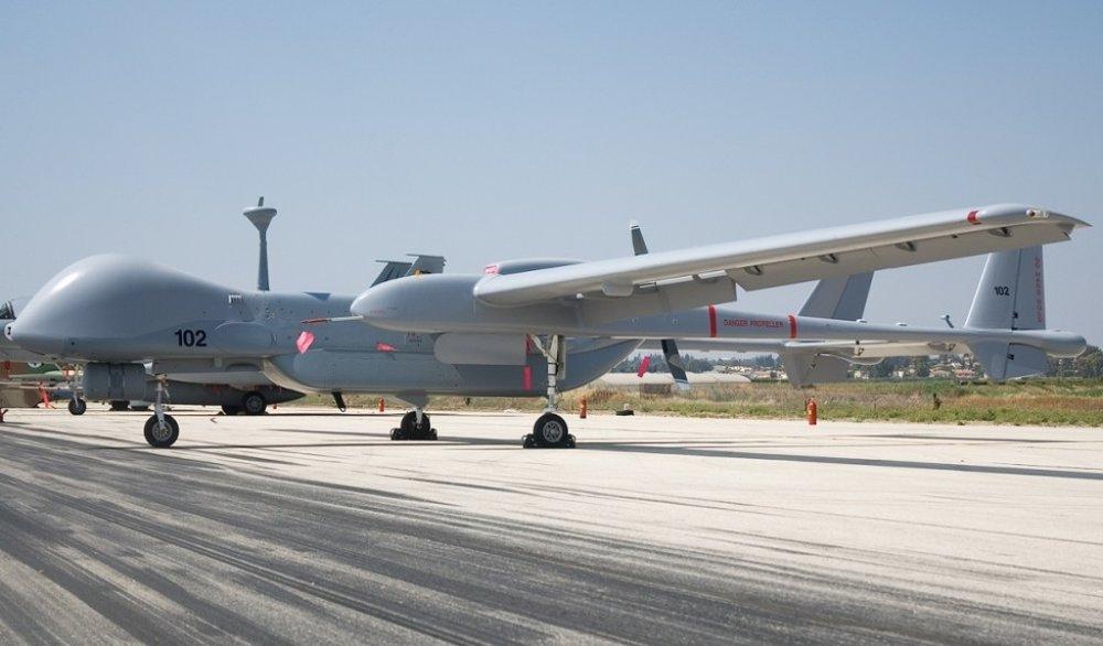 ВоенТВ сообщает, что такие аппараты используются прежде всего для разведки, однако могут также стрелять ракетами по наземным целям.