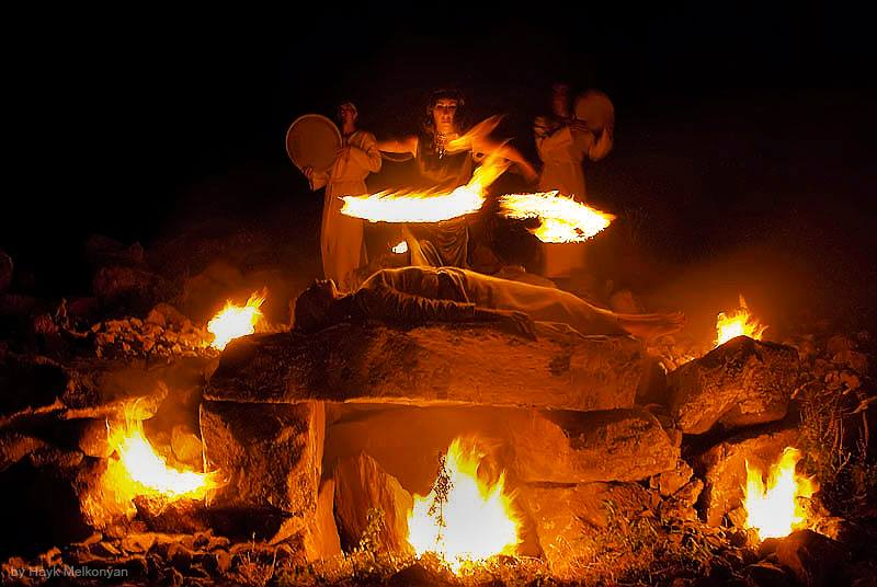 "Таинство. Фото Айка Мелконяна из цикла ""Власть огня"""