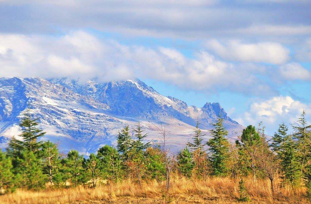 Гора Вараг. Западная Армения фотоhayweb.ru По преданию, святые девы во главе с Рипсимэ, добравшись до Армении, нашли пристанище около этой горы