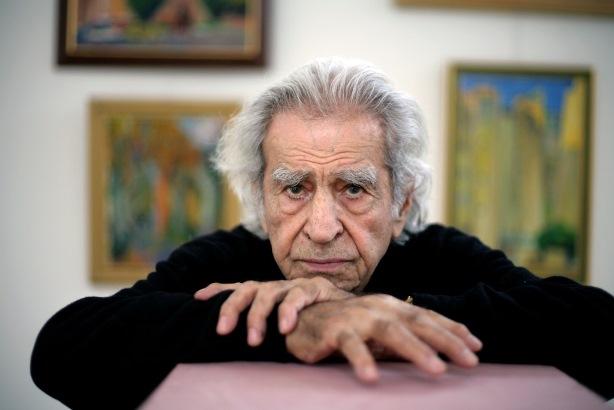 """Скульптор, живописец Николай Багратович Никогосян. """"Вылепил я его за девять сеансов. Он подарил мне свою фотографию с надписью: «Хотя ты мучал меня четыре раза, я всё равно люблю   хент  ( сумасшедших )  художников»."""