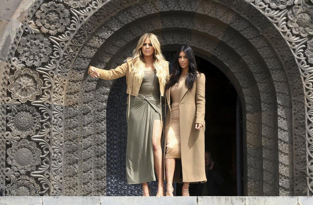 kim-khloe-kardashian.jpg
