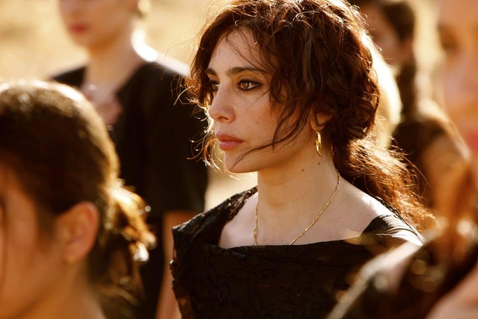 """Сняла фильм """"И куда мы теперь?"""" в 2011 году ливанка Надин Лабаки – сценарист, режиссер, клипмейстер, актриса, и, в конце концов, яркая восточная красавица. Премьера ленты состоялась на Каннском фестивале."""