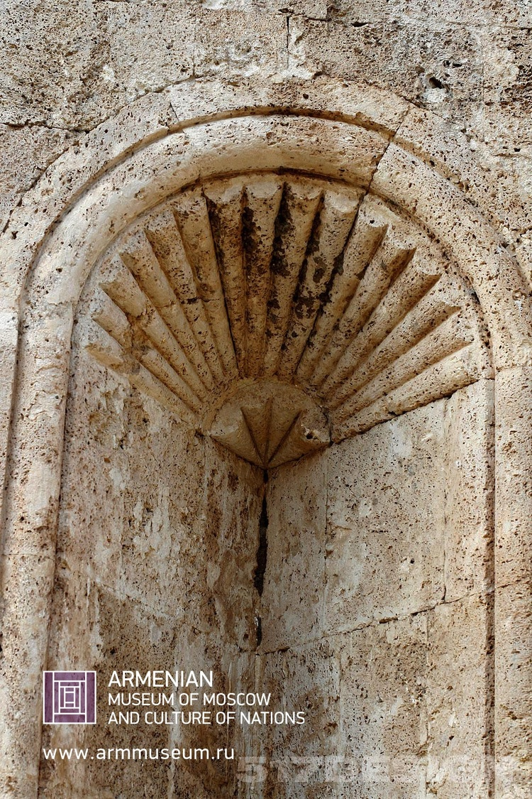 ....  Внешний орнамент церкви  ..  External ornament of a church  ..  Եկեղեցու արտաքին գեղաքանդակ  ....