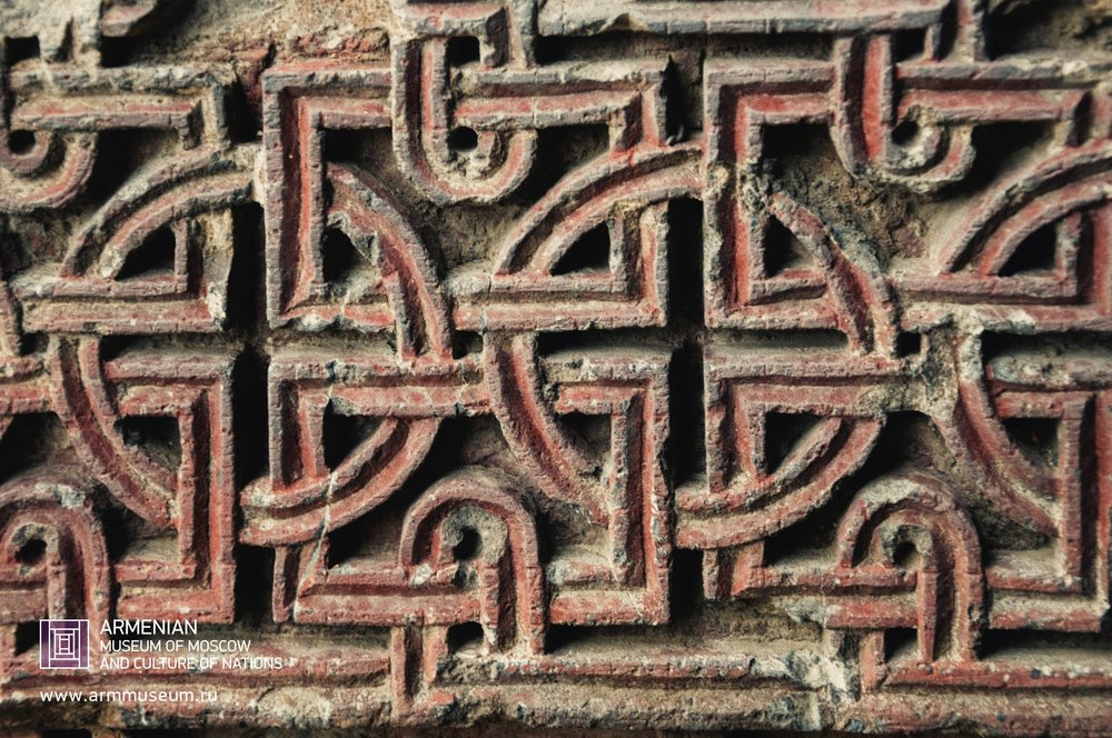 ....  Резьба на стене монастыря Санаин, X век.  ..  Carving on the wall of Sanain monastery, 10th century  ..  Փորագիր Սանահինի վանքի պատին, 10րդ դար  ....