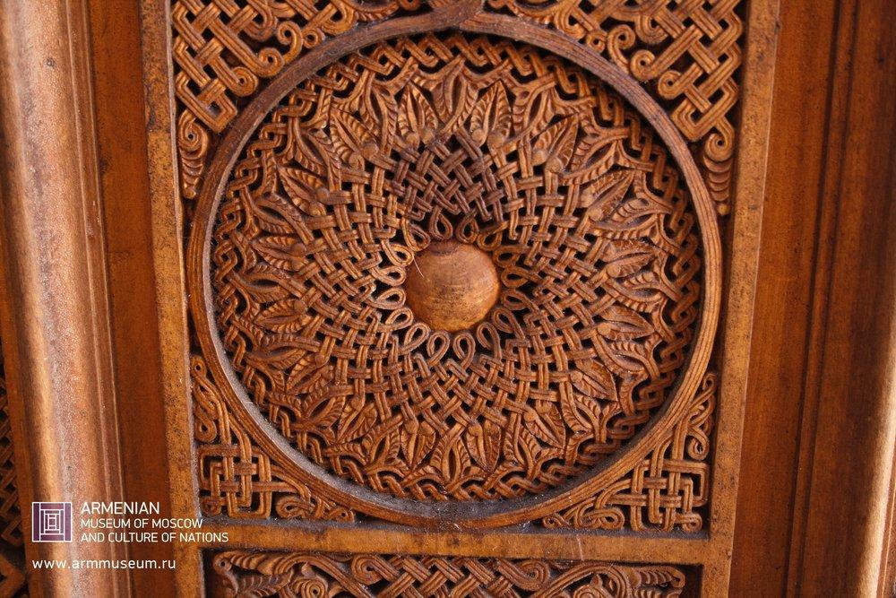 ....  Деревянная дверь монастыря Нораванк  ..  The wooden door of the Monastery of Noravank  ..  Նորավանքի եկեղեցու փայտյա դուռը  ....