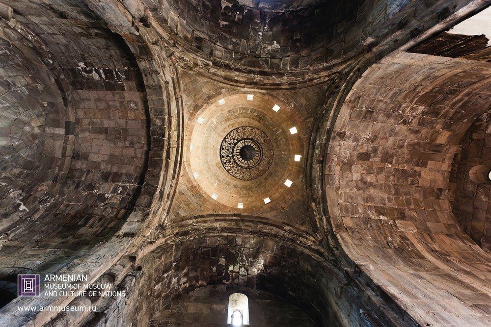 ....  Монастырь Татев, X век  ..  The Monastery of Tatev, X cent.  ..  Տաթևի վանք, X-րդ դ.  ....