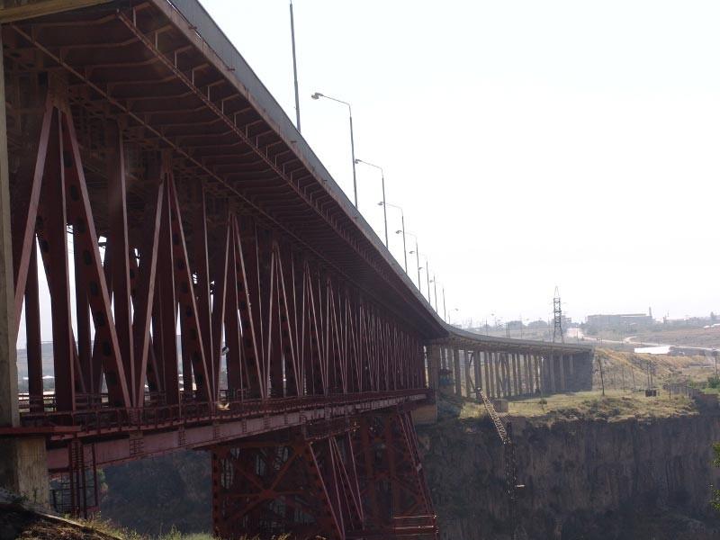 """""""Крайним местом для прыжков, которое мне удалось найти, это был Нор-Ачинский мост высотою 160 метров. Это прекрасное место для занятия бейс-джампингом как для опытных спортсменов, так и для начинающих"""" фотоkamurjshin.am"""