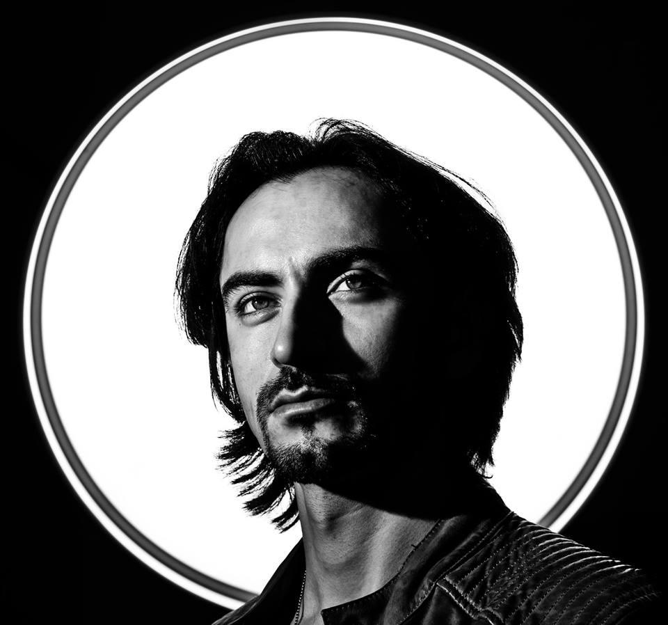Депешист и концептуалист художник Юрий Григорян-младший открывает выставку Dark  &  Light в Москве