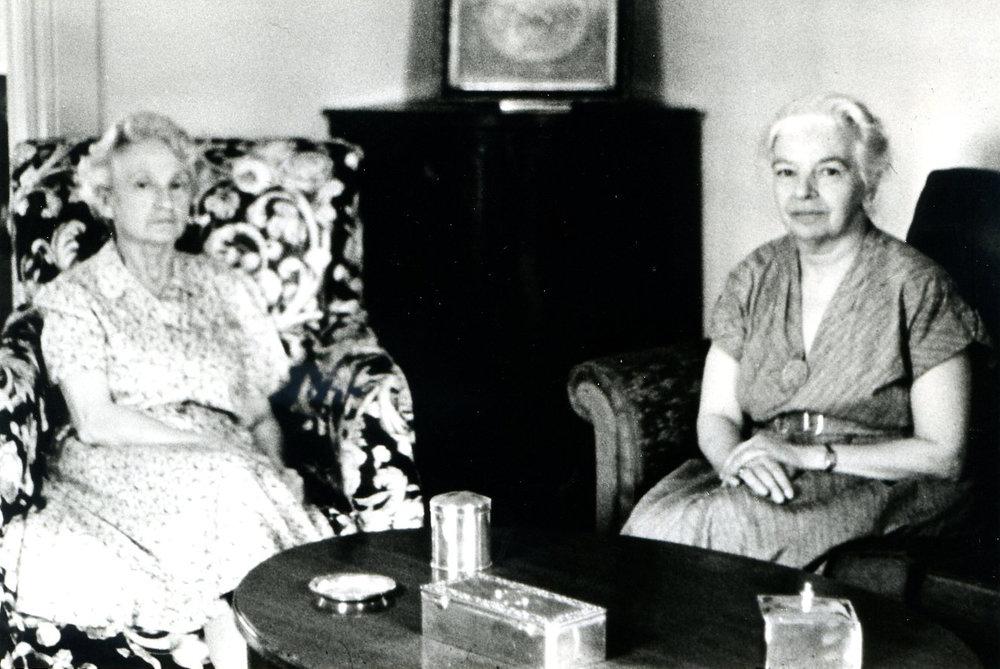 Сирарпи Тер-Нерсесян с сестрой Араксией, 1962