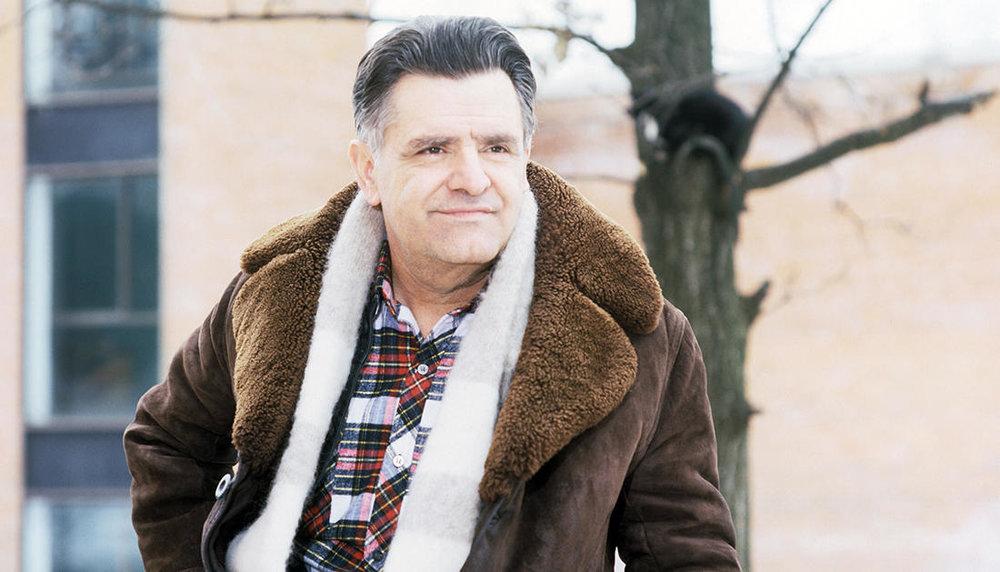 Фазиль  Абдулович подарил читателям множество ярких повестей,романов, стихов и навсегда запомнится, как открытый и честныйчеловек с широкой душой. фотоhttp://epitafii.ru