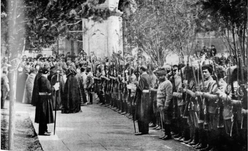 Католикос Геворг V Суренянц благословляет отряд добровольцев, 1918 год