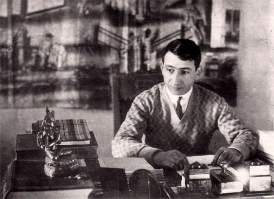 В 2017 году армянский мир отметил 120 летие со дня рождения выдающегося поэта Егише Чаренца, погибшего в 1937 году. Фотоhttp://novosti-dny.com