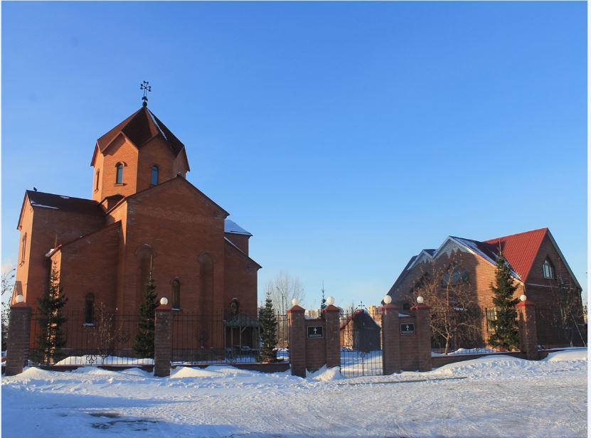 Первый армянский храм Святой Рипсиме на Алтае строили на пожертвования. Освящен 19 октября 2008 года
