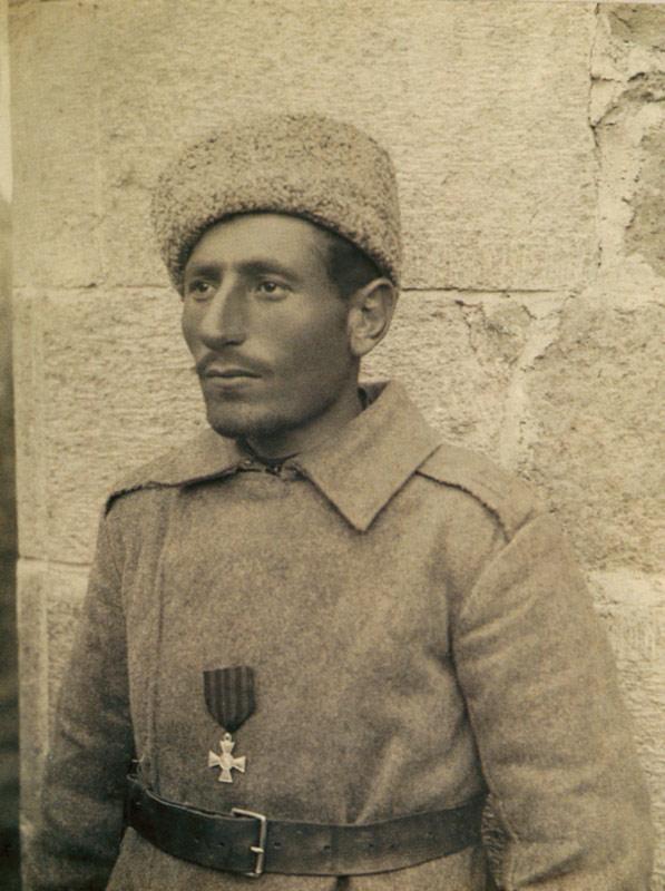 1-го марта 1916 года у горы Мамахатум близ Эрзерума захватил знамя 97-го пехотного Турецкого полка. Награжден Георгиевским крестом 4-й ст. № 365539. фотои информация medalirus.ru
