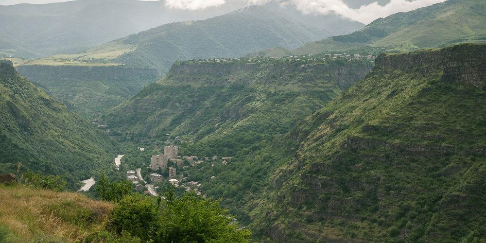 Лорийская область - Третьим по численности городом Армении является Ванадзор — административный центр Лорийской области.На западе Лорийской области расположен город Туманян, названный в честь классика армянской литературы Ованеса Туманяна. Близ города расположен старейший монастырь Кобайр с невероятными фресками.