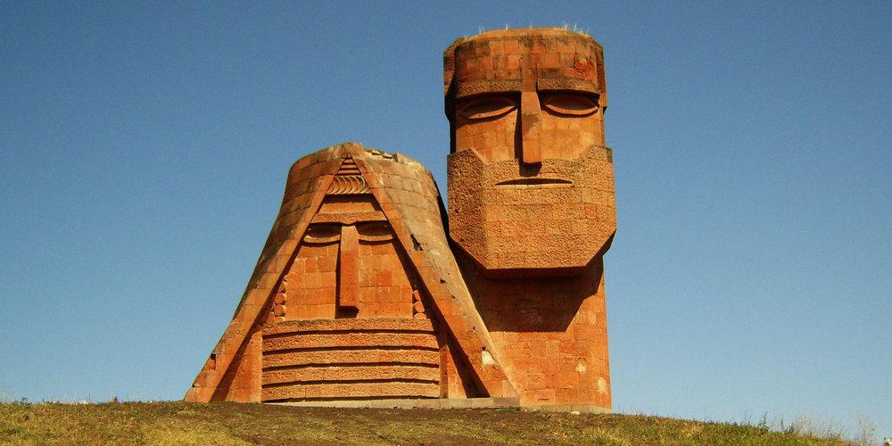 Республика Арцах (Нагорно-Карабахская Республика) - Исторически Арцах (Карабах), являясь северо-восточной провинцией Армении, составляет с последней неразрывное целое в культурном, экономическом и лингвистическом отношениях.