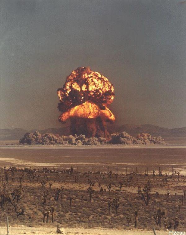 Взрыв на Семипалатинском полигоне. Наверное, в один из таких дней Игорь Васильевич начинал думать о ядерном военном разоружении.