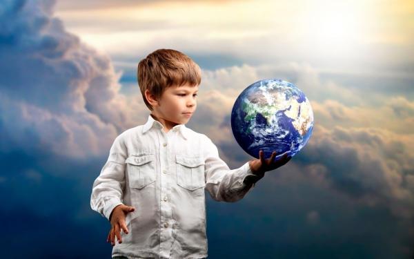Изначально ребёнок рождается ЧЕЛОВЕКОМ, в нем заложена генетическая память многих поколении людей - так считает ученый, философ Арам Гарибян.