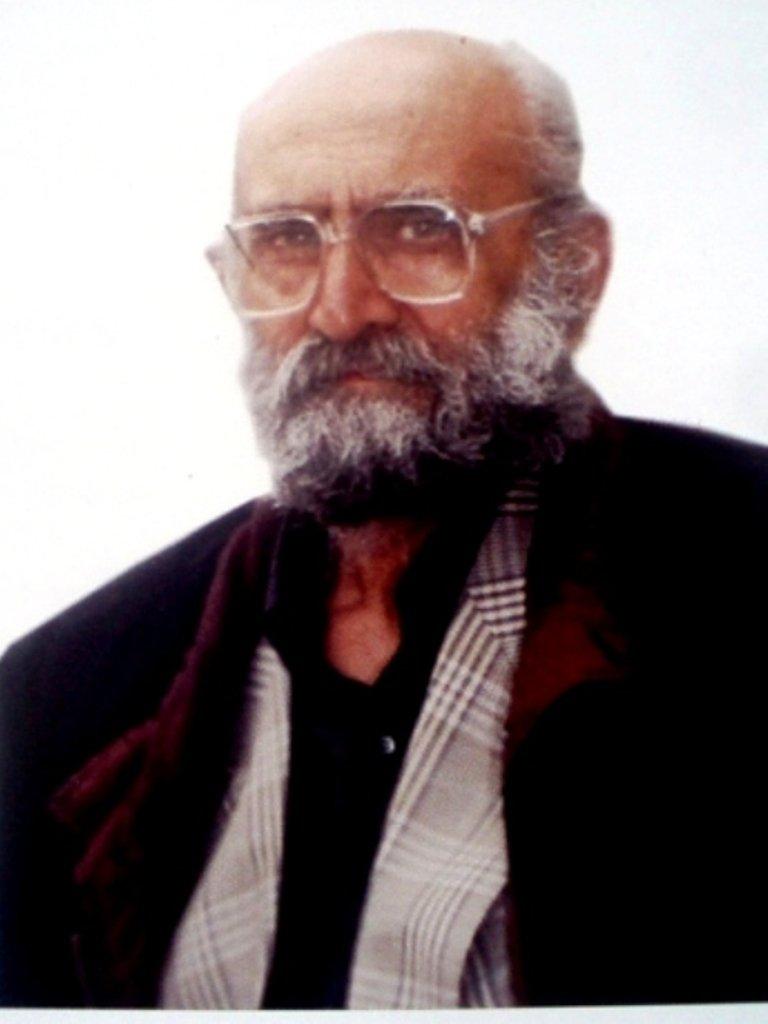 Армянский писатель, кинорежиссёр и сценарист; резчик по камнюavproduction.am