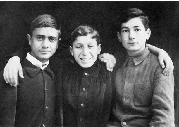 Будущие композиторы: Александр Арутюнян, Арно Бабаджанян и Лазарь Сарьян