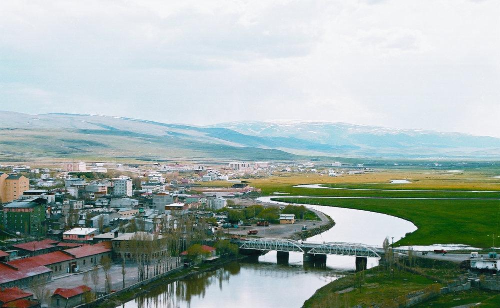 Родной город Танера Акчама, когда-то армянонаселенный Ардаган, сегодня выглядит так. фотоankaraprofesyonelnakliyat.com