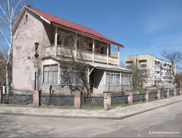Ереванский квартал соседствует с Бакинским.