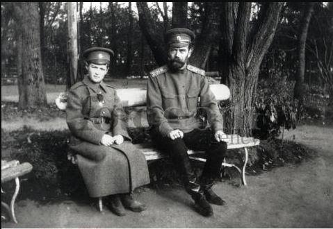 Царь Николай II с наследником Алексеем.